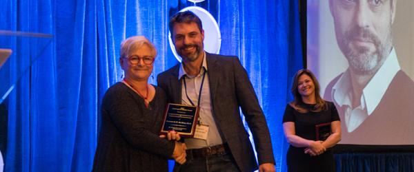 Carsten De Dreu accepts award